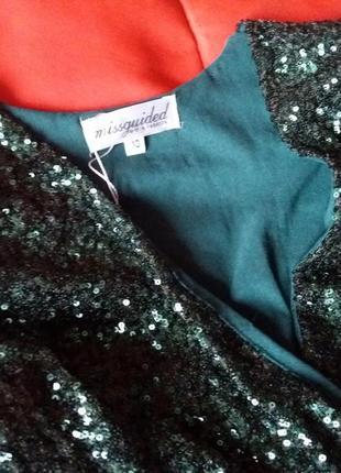 Шикарное изумрудное платье в пайетках с глубоким вырезом2 фото