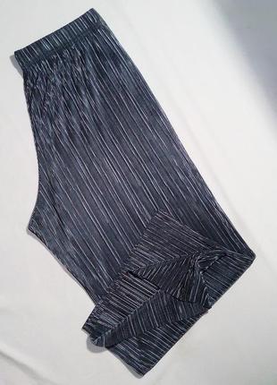 Крутой плиссированный комплект кюлоты + блуза (футболка) в цвете серебро6 фото