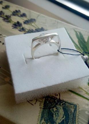 Необычное серебряное кольцо с фианитом zarina1