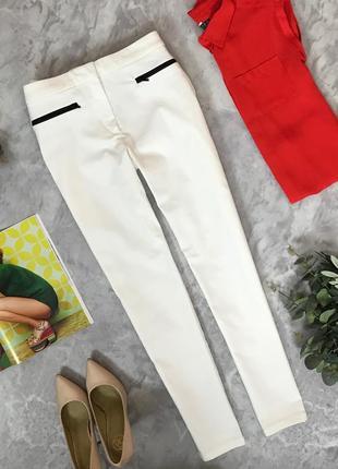Стильные джинсы с контрастными карманчиками  pn1907045  mango