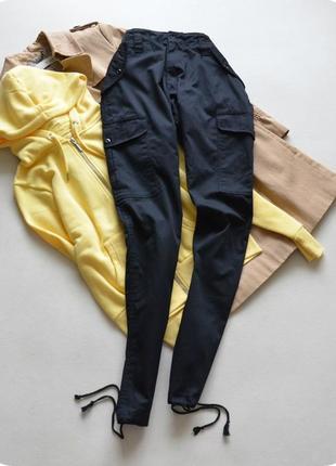 Тренд сезона.черные брюки с карманами карго. blue castle