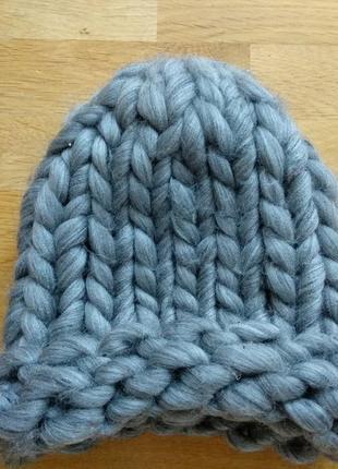 Тёплая ,мягкая, объемная шапка из 100% шерсти мериноса