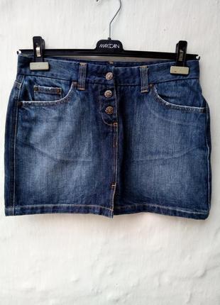 Стильная трендовая синяя джинсовая юбка xa на пуговичках, с потертостями.
