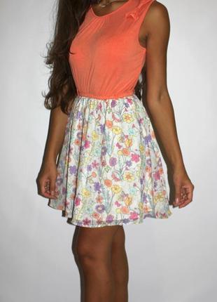 Яркое платье , низ шифон в цветочках