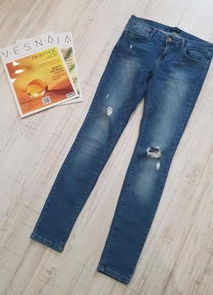 Стильные джинсы-скинни