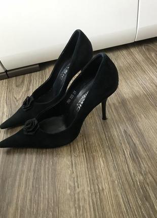 Винтажные натуральные замшевые туфли фирменные