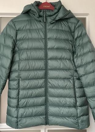 Трендовая облегчённая пуховая куртка с капюшоном