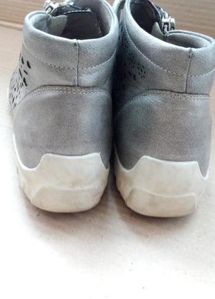 Гарні та якісні ботиночки3 фото