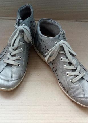 Гарні та якісні ботиночки