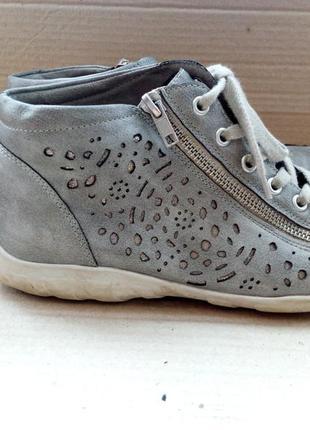 Гарні та якісні ботиночки2 фото