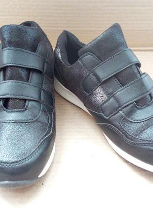 Фірмові кросівки з шкіряними вставками