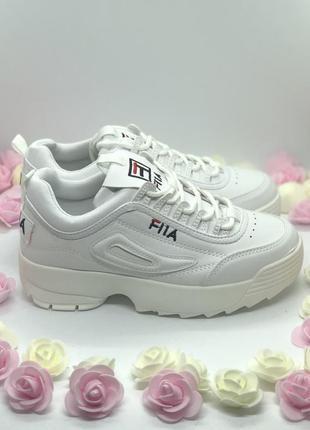 Белые стильные кроссовки на платформе