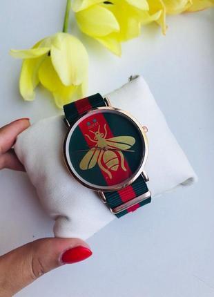 Красивые часы на ремешке лента в подарочной коробочке