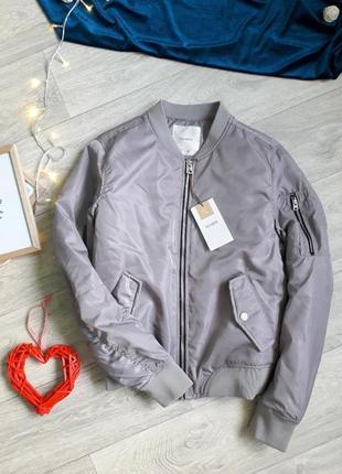 Крутая куртка-бомбер pull&bear