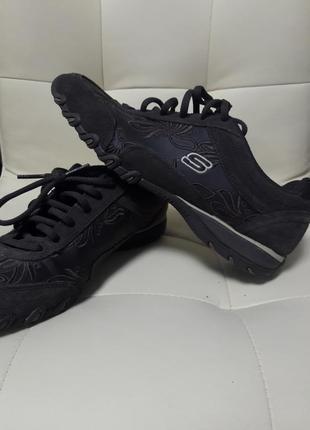 Фирменные кожаные кроссовки с вышивкой