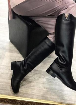 Высокие сапоги-трубы кожаные ботфорты без каблука на низком ходу из кожи черные козаки