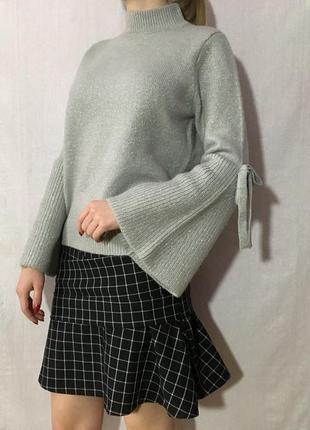 Трендовый серебристый вязаный свитер под горло  широкий рукав-клёш
