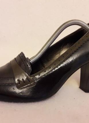 Стильные туфли из лакированой кожи фирмы roberto santi p. 39 стелька 25,5 см
