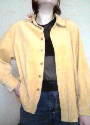 Мягонькая желтая вельветовая рубашка в рубчик теплая велюровая с пуговицами базовая