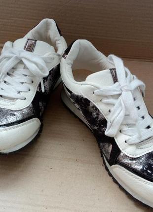 Моднячі кросівки
