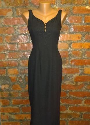 Облегающее по фигуре платье футляр чехол из костюмной ткани