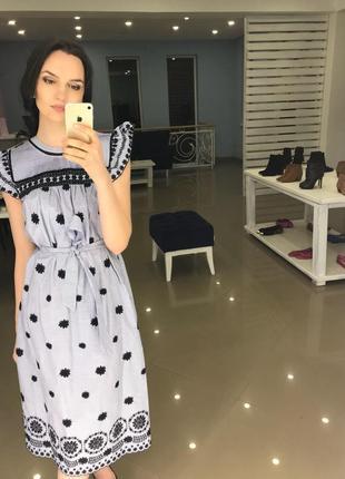 Платье с вышивкой zara голубое xs