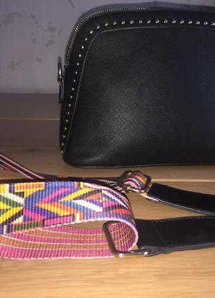 Стильная сумка 👜 кроссбоди серная с золотой фурнитурой и цветном ремешке