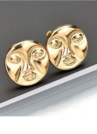 Круглые серьги - гвоздики лица цвет золото