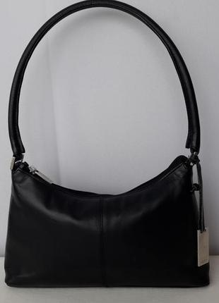 Маленткая черная сумочка