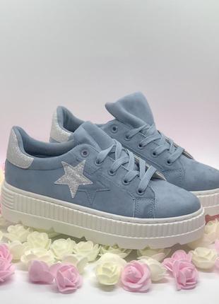 Спортивные туфли, кроссовки голубого цвета