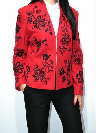 Шикарный красный пижак жакет с вышивкой .