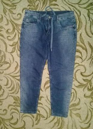 Укороченые стильные джинсы мом высокая посадкаджеггинсы комфортные штаны брюки