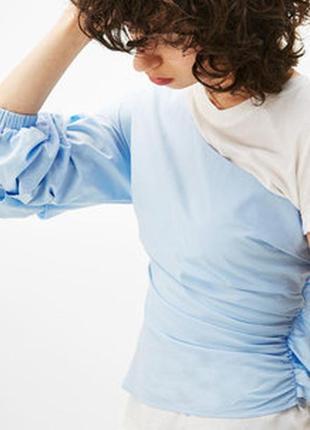 Bershka блуза из поплина асимметричного кроя со сборкой на рукаве bershka