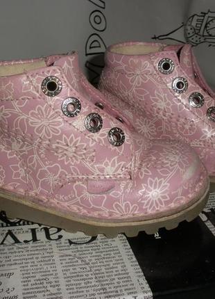 Очаровательные кожаные ботиночки kickers  23 размера для девочки