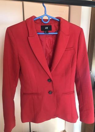 Класисеский красный пиджак h&m