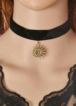 """Черный бархатный чокер с подвеской из античного золота """"солнце и луна"""""""