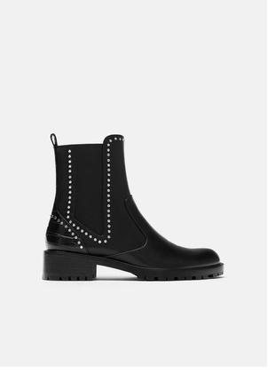 Ботинки с заклепками оригинал zara змеиная кожа на резинке на каблуке низком