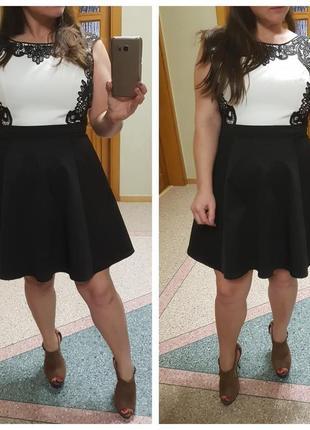 Короткое платье с пышной юбкой и кружевом lipsy