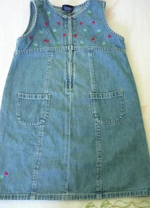 Сарафан джинсовый демисезонный на девочку 5-6 лет.