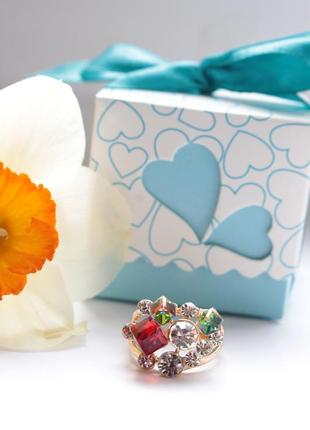 Красивое кольцо с камнями