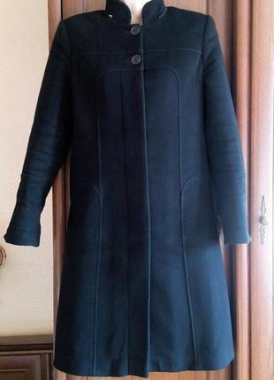 Черное кашемировое пальто строгое