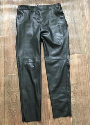 Кожаные стильные штаны на резинке.
