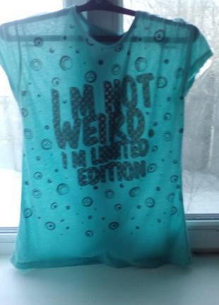 Хорошая летняя футболка без дефектов.