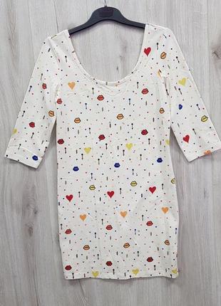 Легкое белое платье с рисунками и стразами,пльтье с губками и камушками