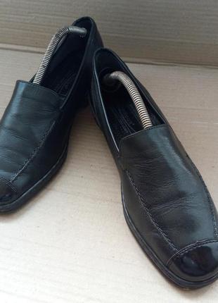 Шкіряні зручні туфлі