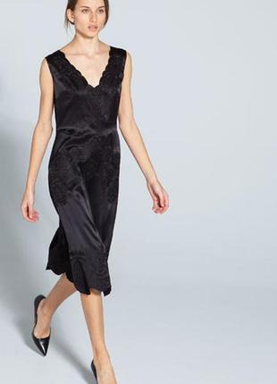 Шелковое платье в бельевом стиле от uterque