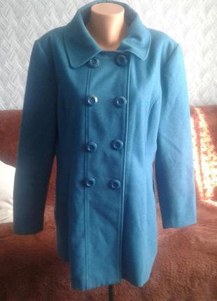 Шертяное пальто бирюзового цвета