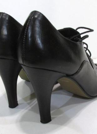 Стильные брендовые туфли-ботильоны из натур кожи