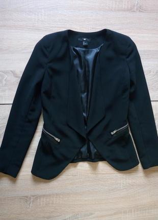 Черный приталенный пиджак на запах h&m