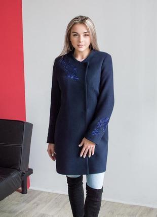 Распродажа остатков! яркое весеннее пальто с контрастной вышивкой размер 44